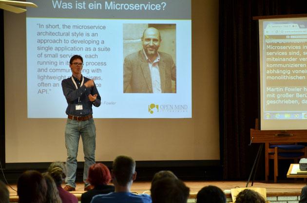 DeafIT Konferenz 2016 Hamburg Manuel Gnerlich mit Microservice