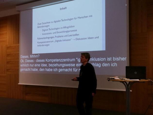 DeafIT Links: Fabian Spillner mit GraphQL *  Rechts: Jörn Koch mit Delegs-Projekt