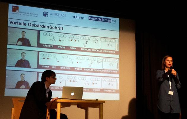 DeafIT Konferenz Hamburg delegs mit der Gebärdenschrift