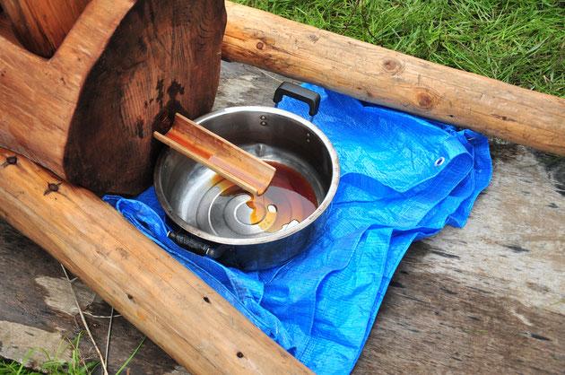在来大豆と無農薬栽培の小麦でお醤油のもろみを搾る。すどう農園にて