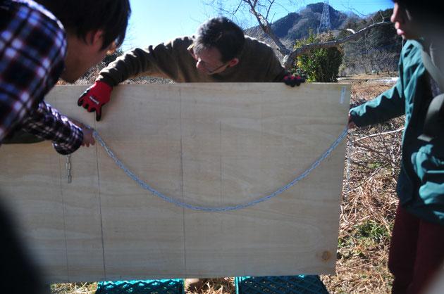 本体ドームのアーチを決める曲線は円や放物線でなくて懸垂線という曲線です。