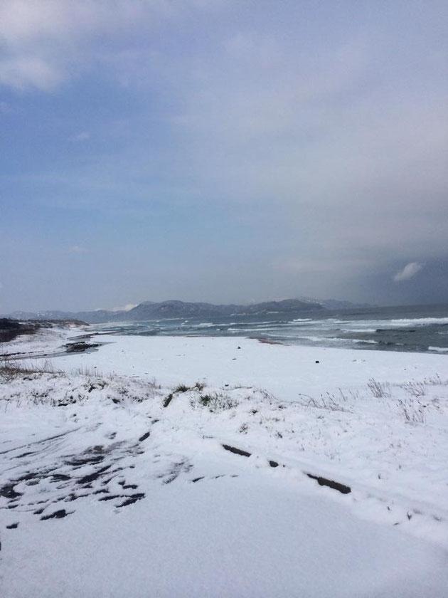 海の雪景色