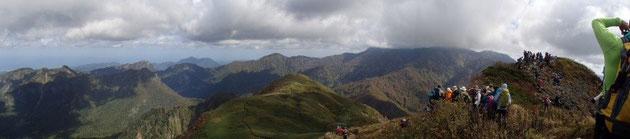 雨飾山(北峰)からのパノラマ