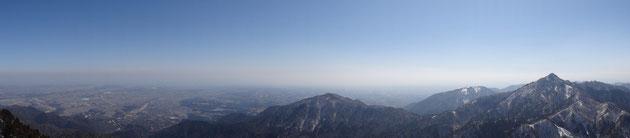 鎌ヶ岳から雲母峰へと続くパノラマ
