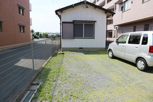 建物前が駐車場となります