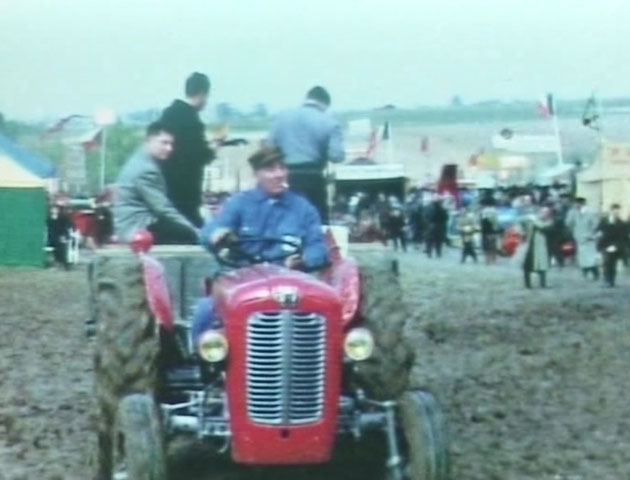 Démonstration de moto-viticulture à Donzac, filmée par Pierre Segonnes.
