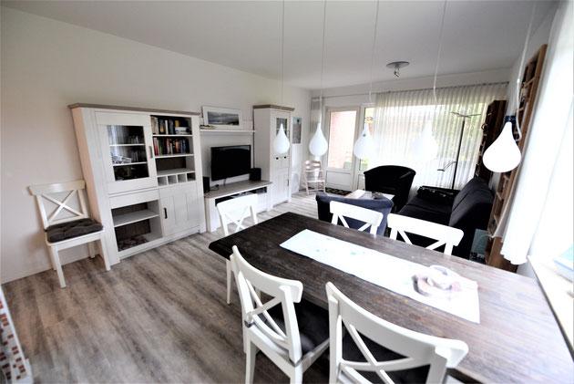 Esszimmer 6-er Ausziehtisch mit 6 Stühlen, Küche mit sehr guter Ausstattung, NESPRESSO, Backofen, Mikrowelle