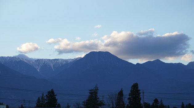 プラスワンリビングから望む11月中旬の「安曇富士」「信濃富士」・・・正式名は有明山