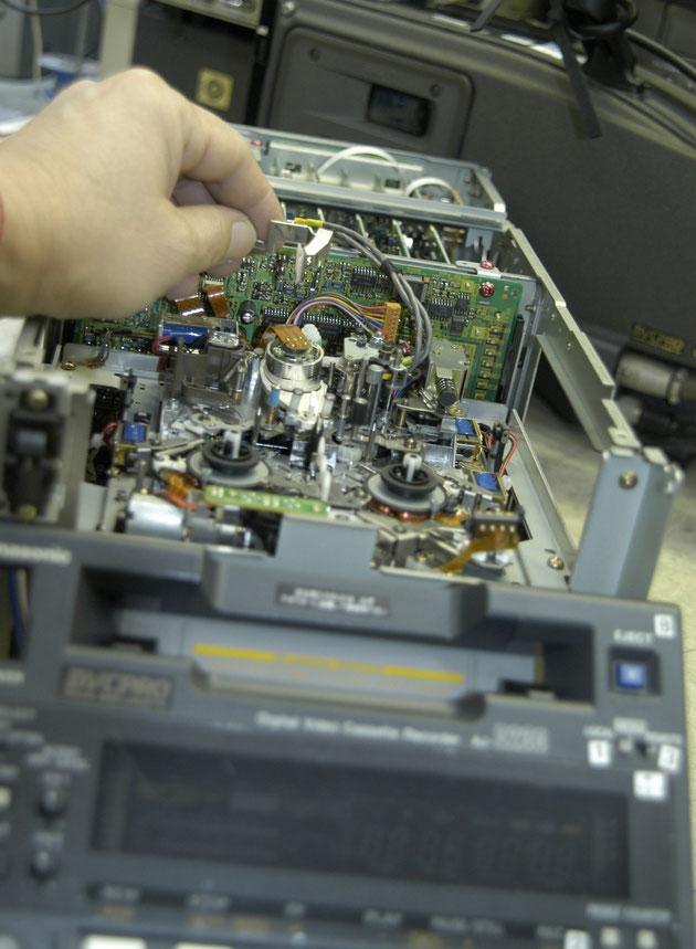 DVCPRO レコーダー修理の様子
