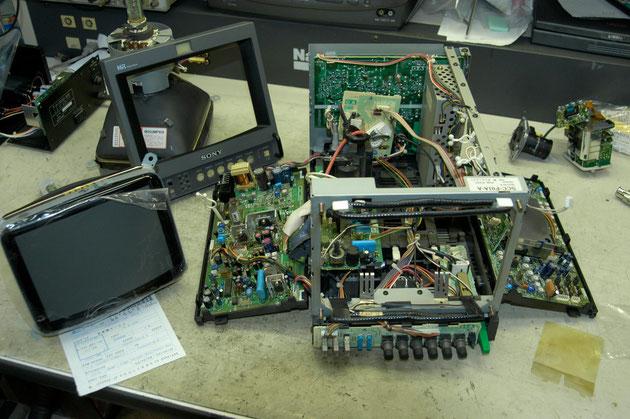 ソニー9型モニターCRT交換修理の様子