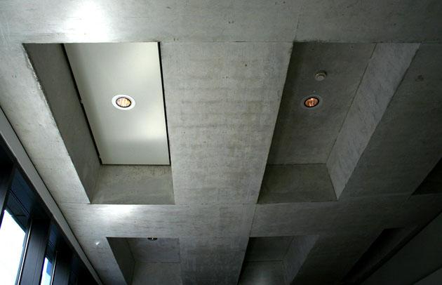 Bild 18   Rauchabzugsklappe, links, vorne