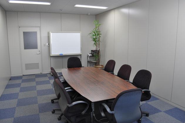 日本本社の2F事務所の会議室の一部イメージです。