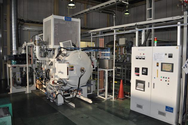 日本本社にあるステンレス素材専用の真空炉です。
