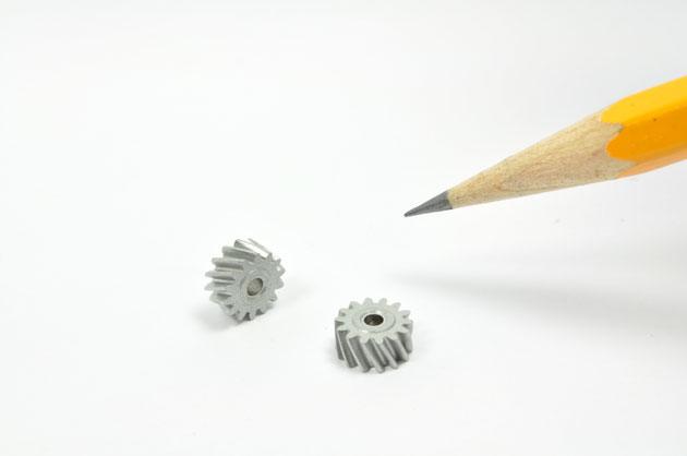 小モジュールかつねじれ角度がついたギヤの成形に成功した事例です。
