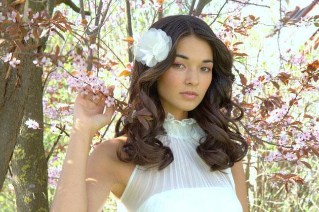Haarblüte oder Fascinator in ivoryfür Ihre Hochzeit, Standesamt, Feste, Sommer und Tracht.