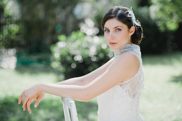 """Das romantisch, verspielte Headpiece """"Ida"""" ist eine Komposition aus Federn und feinster Spitze, mit süßen Perlen und Pailletten besetzt.   Wunderschön für die romantische Braut oder den Vintage-Look!"""