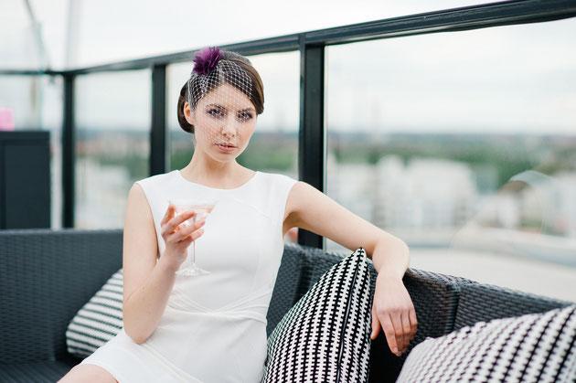 Fascinator in Violett und ivory Schleiernetz den Urbanen Chic Style der Braut