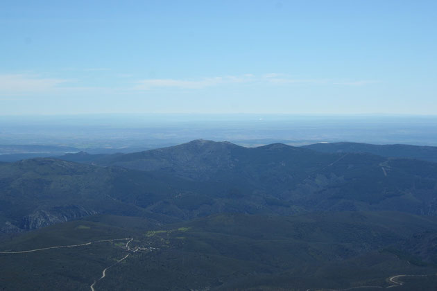 Garganta del Sorbe y pico de Santotís al fondo
