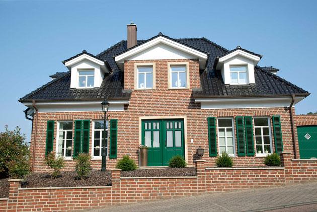 Einfamilienhaus, roter Verblender, Sandsteingewände, Ibbenbüren