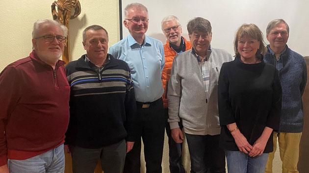 Der neue Vorstand: Elmar Erhard, Winfried Meusert, Karl-Heinz Döhler, Richard Dietz, Elmar Datzer, Birgit Rottmann-Barth und Erich Helfrich.