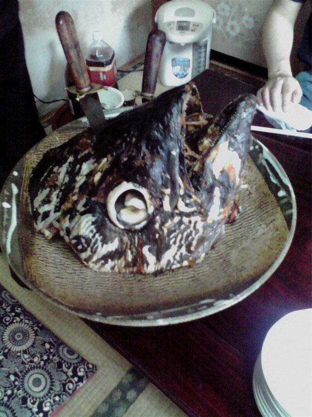 2010/10/17 何と!100kgもあるマグロの「兜焼き」
