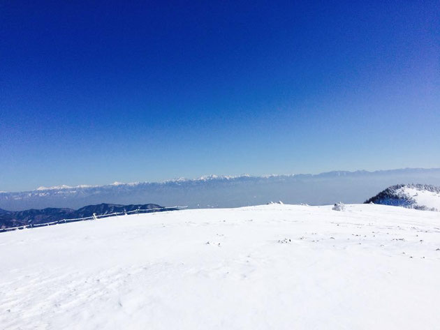 富士見台高原頂上からは、南アルプスが一望できます。