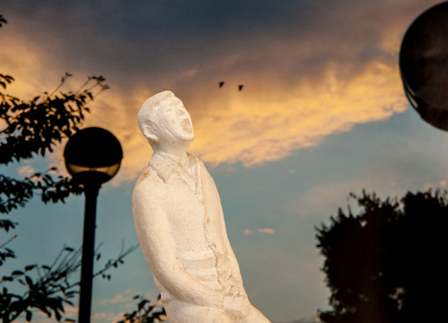 グループ3の作品と、長沼孝三の彫塑「倦厭」