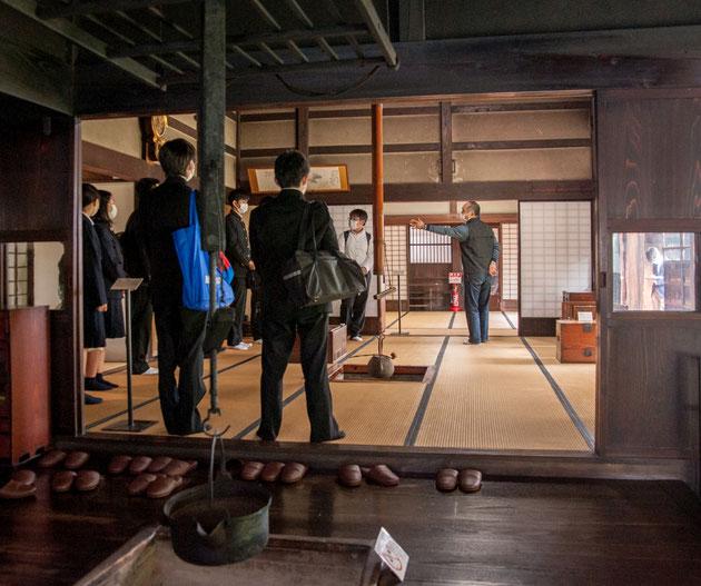 長沼孝三の生家、丸大扇屋も見学。彫塑理解に活かされました