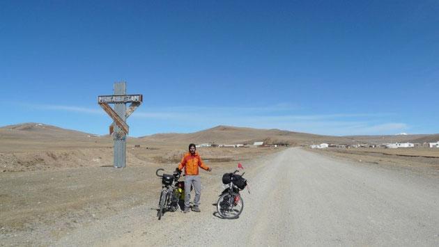 Arrivee sur les pistes mongoles (on fait encore les malins, plus pour longtemps..)