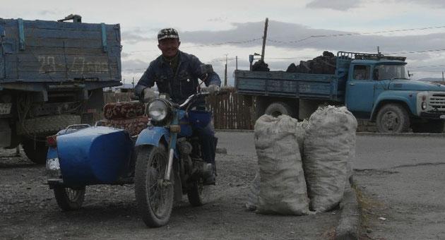 Commerce du charbon, utilise pour se chauffer (notamment pendant les longues nuits d'hiver a -40, Brrrr)