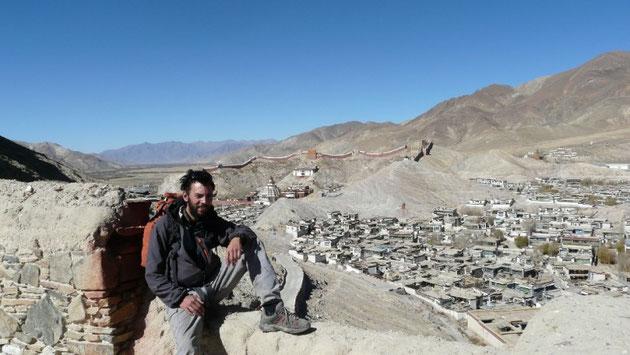 Vue sur le monastere et le quartier Tibetain de Gyantse depuis le fort de la ville