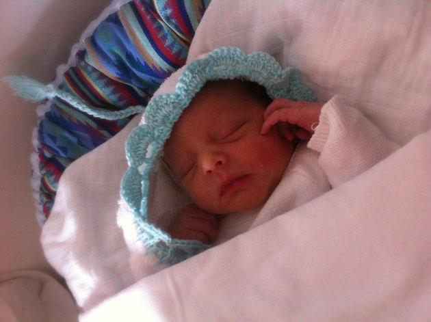 Ons eerste kleinkind George  is geboren, dankbaar... Hij is zo mooi, we lopen over van liefde.