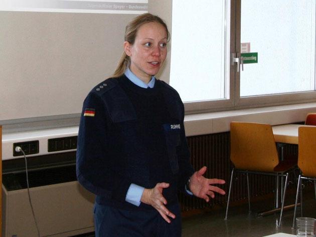 Frau Hauptmann Rummel bei ihren Ausführungen