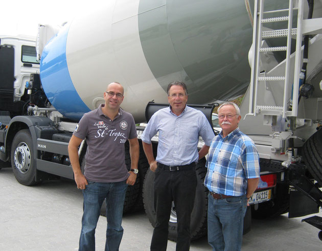 v.l. Jörg Drescher (KAWE), Herr Hossmann (Beton AG Basel), Dieter Kalinowski (KAWE)