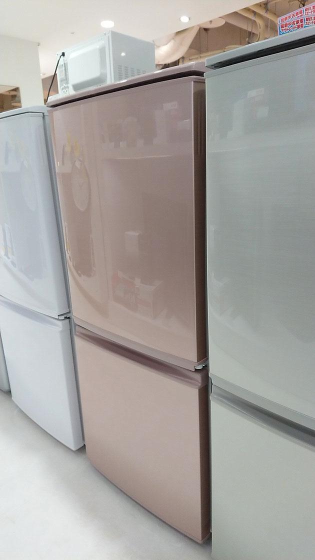 色違いデザイン違いを比べられるのもリサイクルショップで冷蔵庫を選ぶ魅力