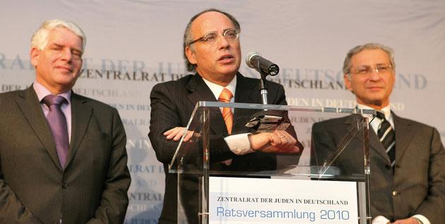 Präsident Dr. Dieter Graumann (Mitte) mit den beiden Vizepräsidenten Dr. Josef Schuster (l.) und Prof. Dr. Salomon Korn (r.)