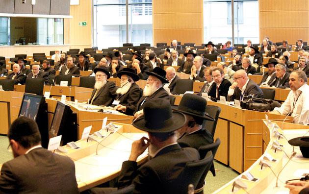 Aufmerksam folgten Mitglieder der Europäischen Rabbinerkonferenz und europäische Politiker den Vorträgen. Foto: A. Beygang