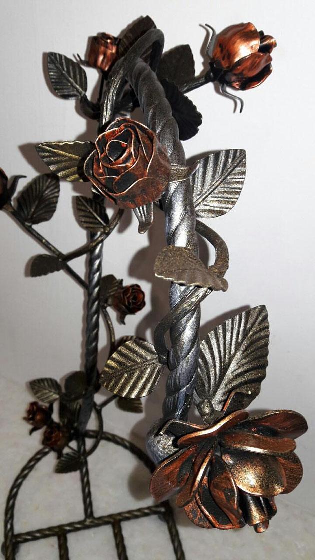 Подставка для дров у камина из ковки и роз.