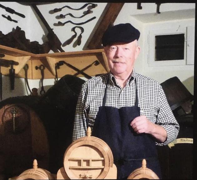 Mon papa Frédéric Bronner, vigneron et Meilleur Ouvrier de France en Tonnellerie.