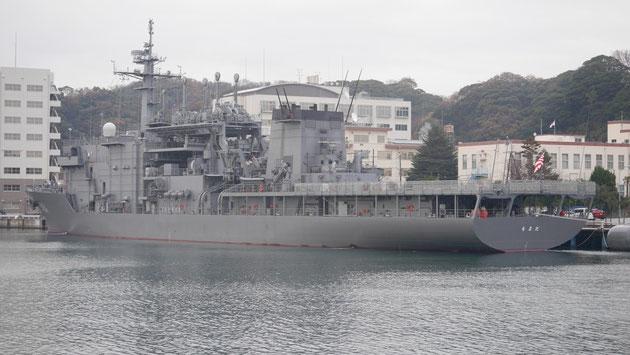 潜水艦救難母艦「ちよだ」。文字通り、航行不可能になった潜水艦を救難するのがミッション。そのため、深海救難艇(DSRV)を搭載しています。
