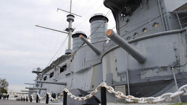 現在は、日露戦争を伝える博物館として公開されている戦艦三笠。