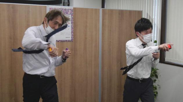 中崎のネクタイと髪が舞っているのは、しっかりと腰から旋回させてパンチを打っているから。