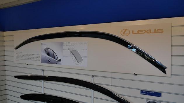 一般的な乗用車の場合、前後窓+左右の計4種のサイドバイザーが、1車種に設定されている。