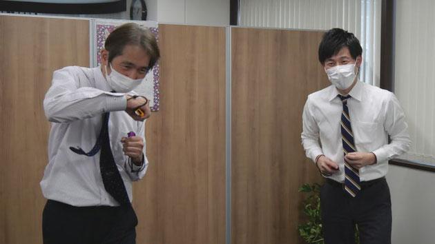 ゲームが始まる前からやる気満々の中崎と、先輩の意気込みに苦笑する吉益。