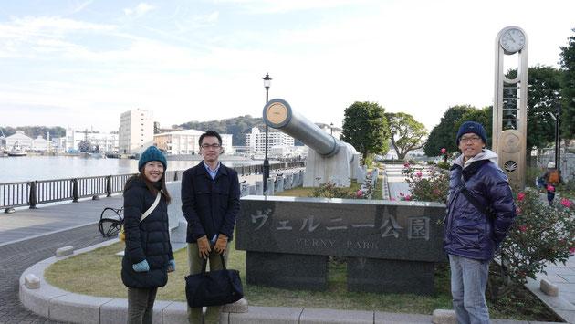 右から東京営業所所長:太田、東京営業所所属で今回企画の言い出しっぺの若林、そしてライターの妻である みおです。