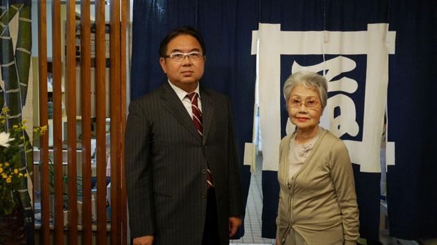 いづ藤漬物舗および和泉の社長:伊藤嘉浩(左)と、いづ藤漬物舗の取締役:伊藤寿志子(右)。