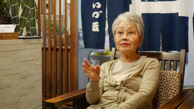 いづ藤漬物舗の取締役である伊藤寿志子。いづ藤漬物舗および和泉の社長:伊藤嘉浩の母でもある。