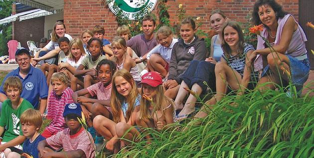 Die Teilnehmer des Tenniscamps 2006 mit ihren Betreuern.