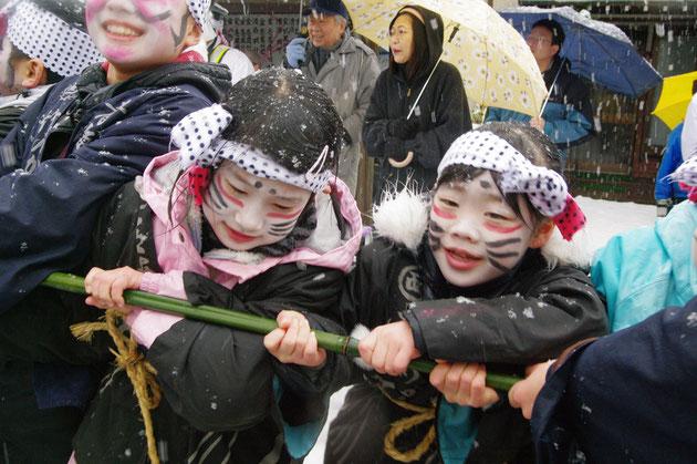 青海の竹のからかい 子供の部