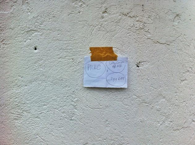 ... und ganz wichtig, der Bescheid und die Genehmigung zum bemalen dieser Wand.